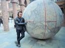 Salah satu patung berbentuk Globe dengan peta Indonesia yang tampak jelas dan menunjuk kota kelahiran, Bengkulu