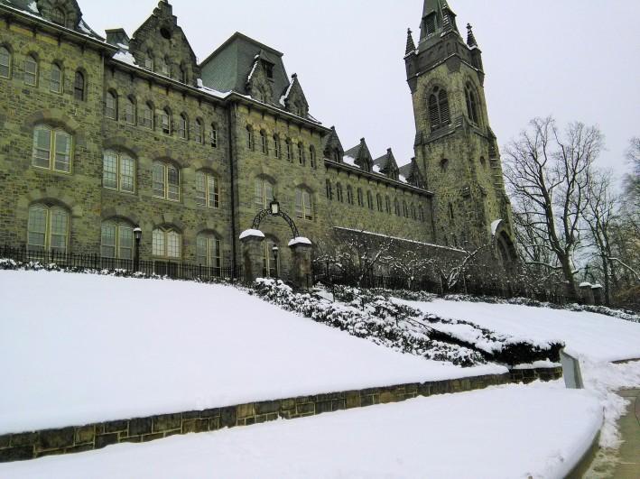 Foto salah satu kampus di Amerika di musim dingin