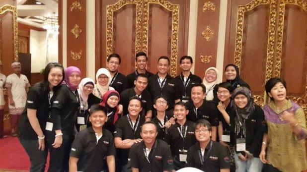 Foto saya bersama penerima beasiswa Fulbright 2014/15 & Anies Baswedan saat Pre-Departure Orientation di Nusa Dua, Bali