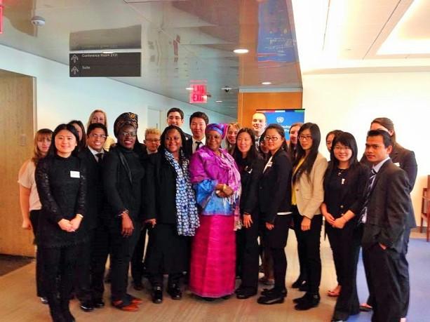 Bersama Zainab Bangura, staf PBB untuk Kekerasan terhadap perempuan, dan teman sekelas