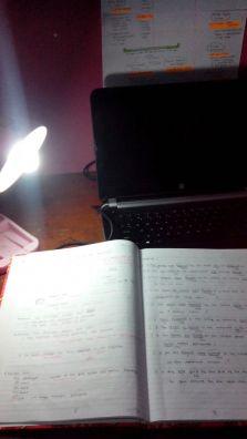 Saya menyebutnya meja perjuangan - lengkap dengan amunisi notebook dan buku besar saya (Foto: Anandita)