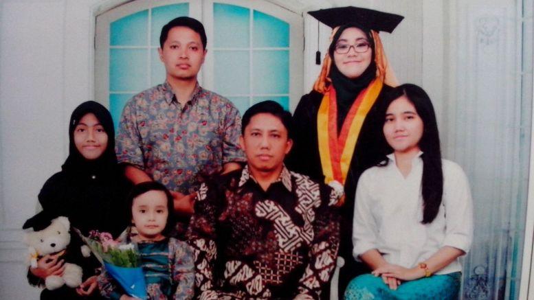 Foto Wisuda bersama keluarga (Foto: Anandita)