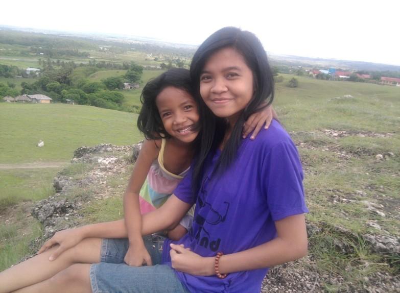 Bersama adik di bukit Kota Waingapu, Sumba Timur