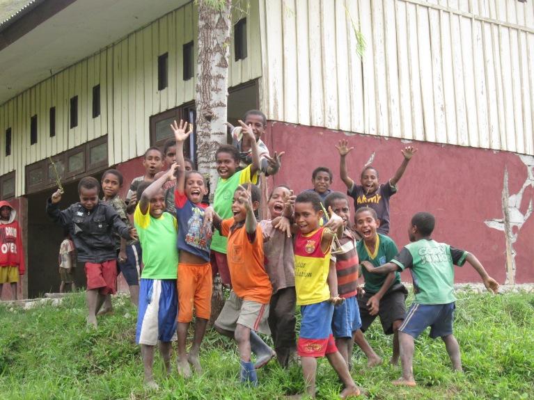 Foto anak-anak di sekitaran lokasi tempat saya bekerja di Wamena, Papua (Foto/Ibhen)