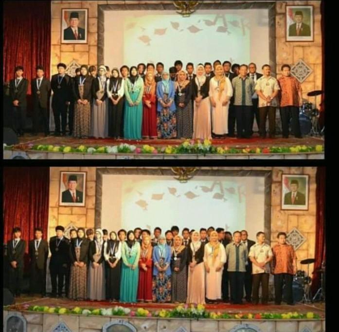 Foto saat graduation bersama teman-teman sekelas