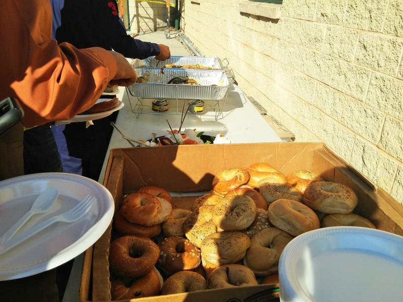 Makanan yang disiapkan untuk sarapan pagi para Jamaah Shalat eid